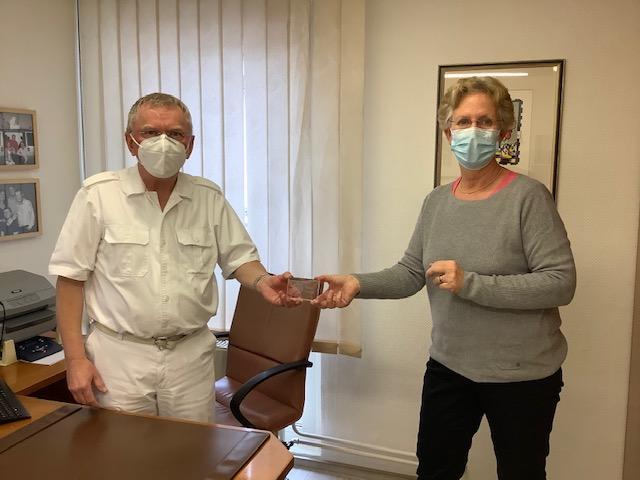 Scheck für Klara vom Ärzte-Netz für Marl
